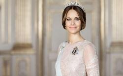 新型コロナ蔓延の中、スウェーデンのプリンセス・ソフィア妃が病院のアシスタントに