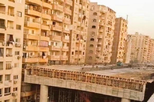 ベランダからの距離は僅か50センチ!エジプトで建設中の危険すぎる高速道路が物議に