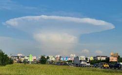 新しい核兵器の実験か?ウクライナの上空にキノコ雲が出現