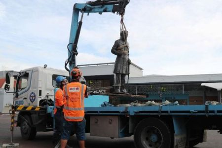 NZの市がイギリス海軍の将校の像を撤去、マオリ族の要請を受けて