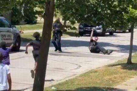 遊んでいただけの黒人の少年らが警察に通報される、現場に到着した警官がナイスな対応