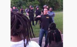 【黒人男性暴行死】デモ参加者の気持ちを理解し、共に歩く保安官に共感が広がる