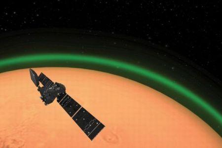 火星が緑色の光に包まれる、地球外の惑星で初めて確認