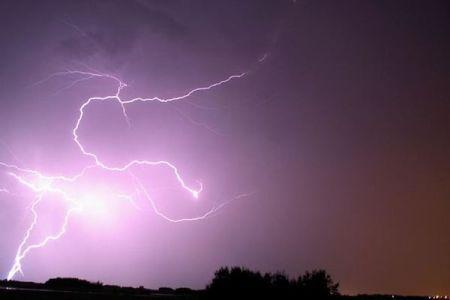 インドで落雷により100人以上が死亡、毎年2000人が雷で亡くなる