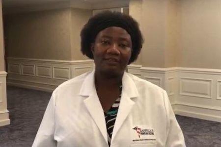 「エイリアンのDNAを治療に…」トランプ氏がシェアした女性医師、過去にトンデモ発言を連発