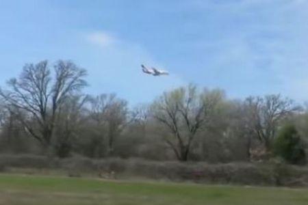 ジャンボジェットがホバリング?上空で停止したように見える動画が不思議