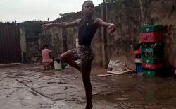 雨の中、バレエの練習をするナイジェリアの少年、動画が拡散し、NYの有名スクールから奨学金を得る