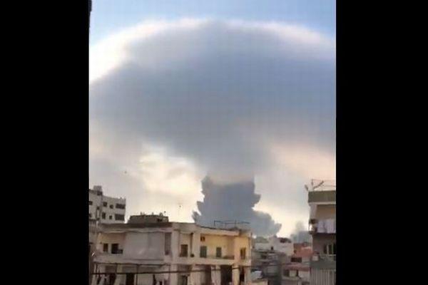 レバノンの港で大爆発、78人が死亡、凄まじい衝撃波を捉えた映像
