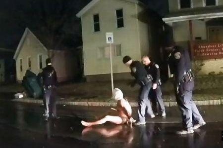 頭に袋をかぶせ、顔を地面に押し付ける…警官が黒人男性を窒息死させる動画【閲覧注意】
