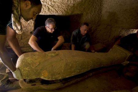 エジプトで大発見、2500年前に埋葬された27個もの棺を発掘