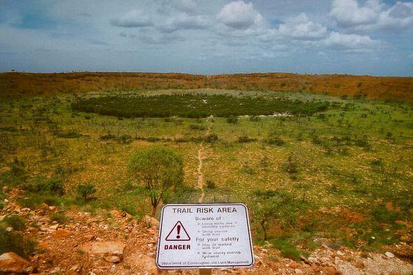 オーストラリアで隕石による巨大なクレーターを発見か、地質学者が主張
