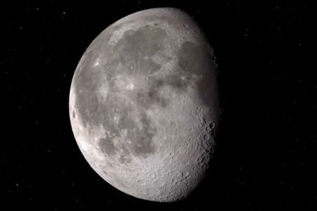NASAが月に水があることを発表、広範囲に分布している可能性