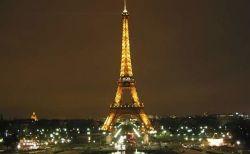 フランスのエッフェル塔付近で女性2人が襲撃される、差別的動機からか