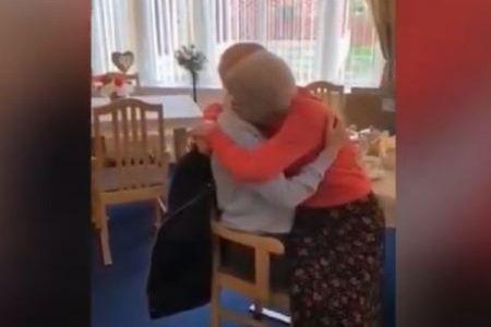 新型コロナにより離れ離れになっていた高齢者夫婦、再会を果たす【動画】
