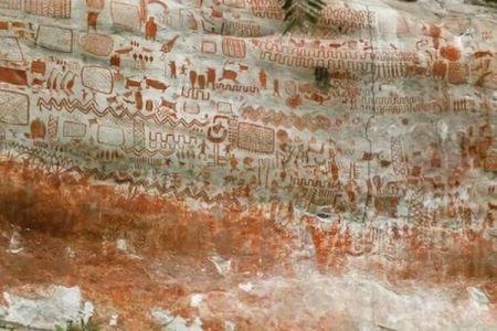 アマゾンの森の奥から数万点の岩絵を発見、氷河期時代の動物が描かれる