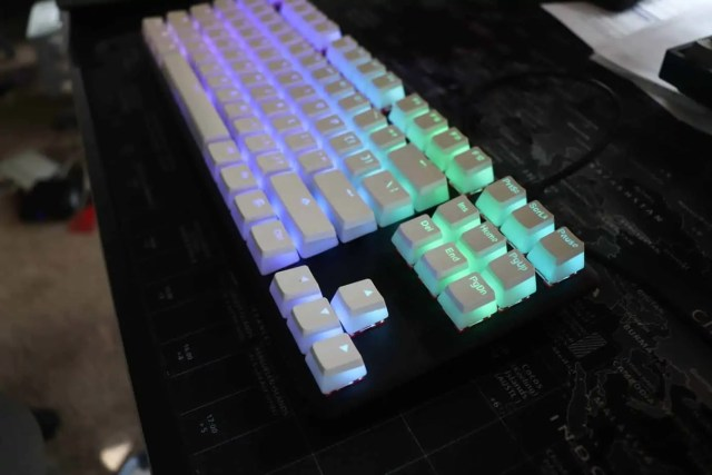 Backlit keycaps for mechanical keyboards