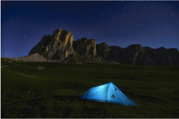 {Guest Post} 5 Ways to Stay Warm on Your Camping Trip