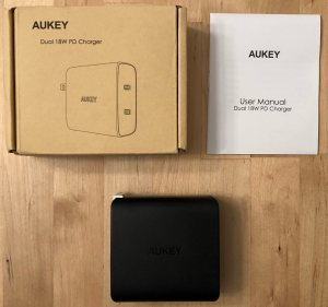 AUKEY PA-Y16 box and contents.