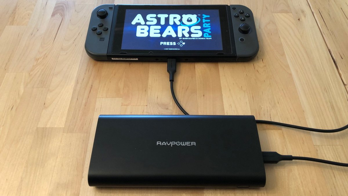 RAVPower Ace 26800 with a Nintendo Switch