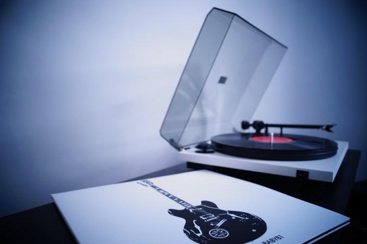 Vinyl imagery by Stelios Kazazis at https://www.flickr.com/photos/kazste17/14417502312/