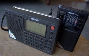 The Tecsun PL-380 receives circles around the DE32 and DE321 on shortwave and medium wave