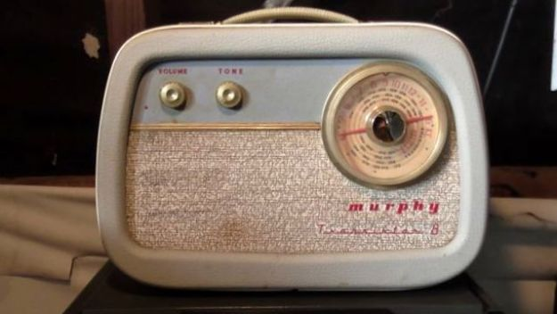 "The ""Murphy 8"" Transistor radio. Broadcast band only. Wooden case in fab condition. Works very well."
