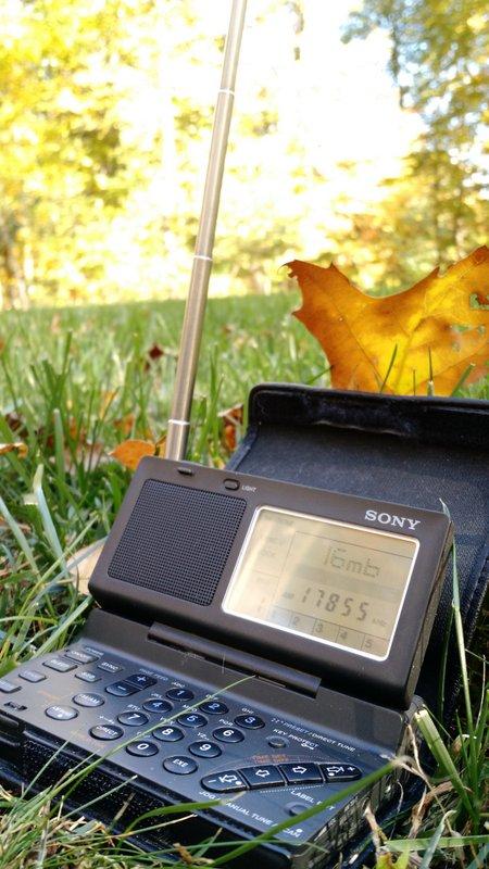 Sony-ICF-SW100-Outside-2