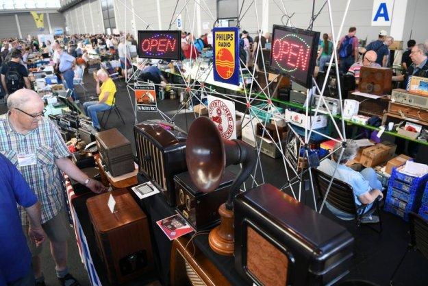 A3: Alte Empfänger und Radios