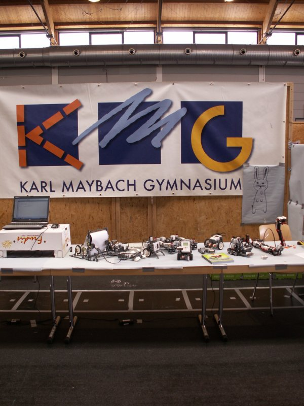 Booth of a high school showing the robots they built. (Photo: Alexander DL4NO)