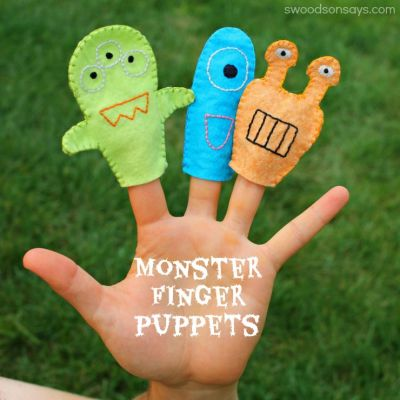 Free monster finger puppet pattern - simple embroidery & wool felt make these little creatures pop! Swoodson Says for Fleecefun.com