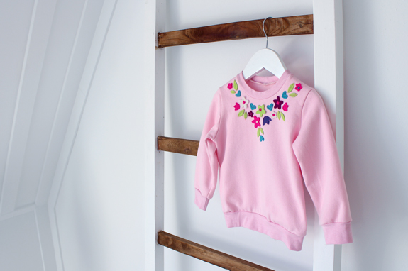 felt-flower-artwork-sweater