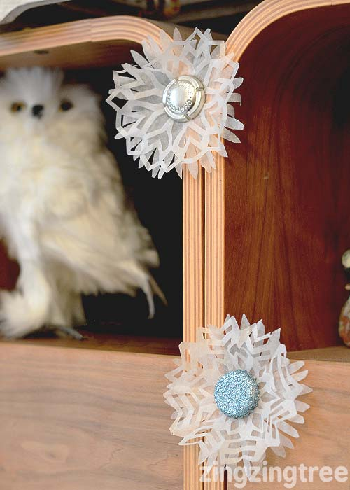 blue-glitter-bottle-top-snowflake-christmas-decoration