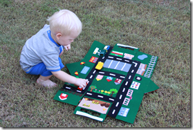 Felt car/house playmat with roads to sew
