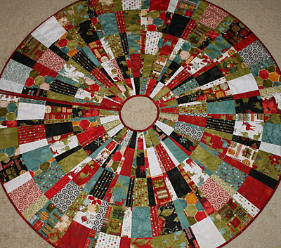 scrappy christmas tree skirt pattern