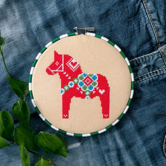 christmas dala horse cross stitch pattern