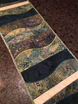 0106 Heather Munro freeform table runner