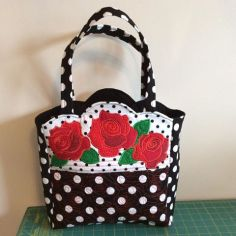 0607 Dianne Brown quilted roses bag
