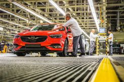 production-start-for-opel-flagship-the-new-insignia_14