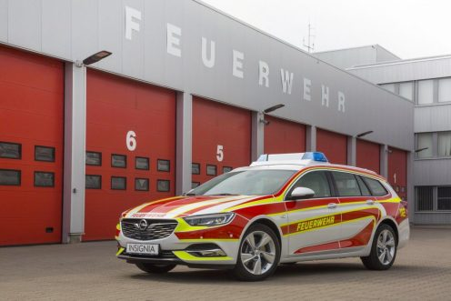 opel-modifies-the-2017-insignia-wagon-into-a-fire-engine_1