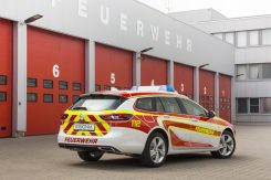 opel-modifies-the-2017-insignia-wagon-into-a-fire-engine_2
