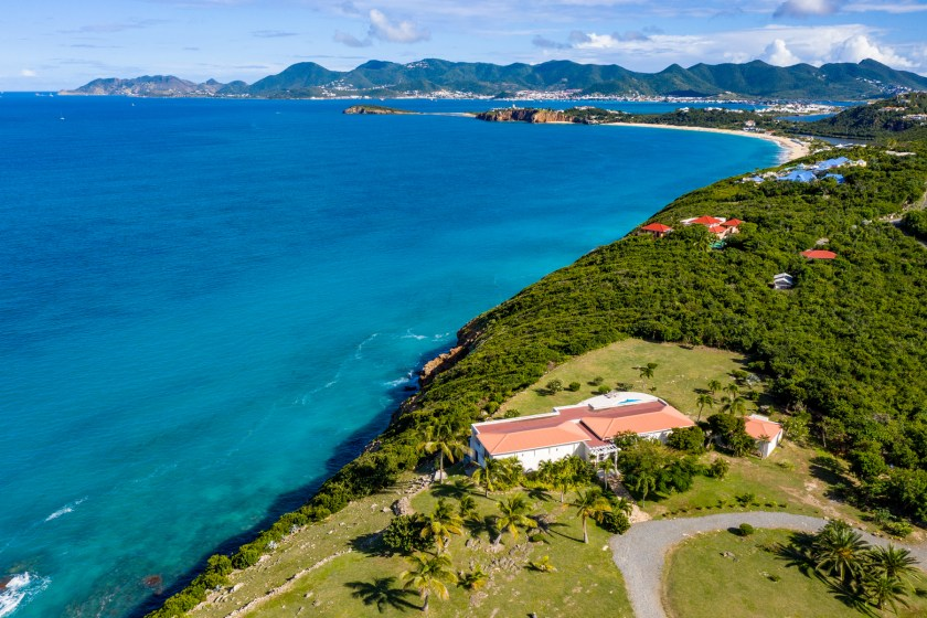 Cliffside villa with view out over Baie Rouge ocean in St Martin