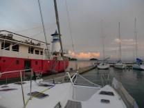 Die ME liegt vor dem Feuerschiff