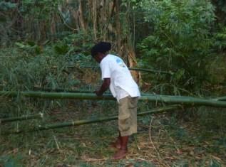 Boatsboy Daniel am Bambus