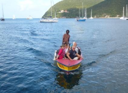 Boatsboy Titus holt uns zur Inseltour ab