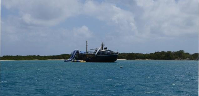 Lustschiff mit Rutsche