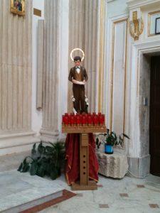 Der heilige Firmling - nur echt mit Leuchtstoffröhren-Heiligenschein