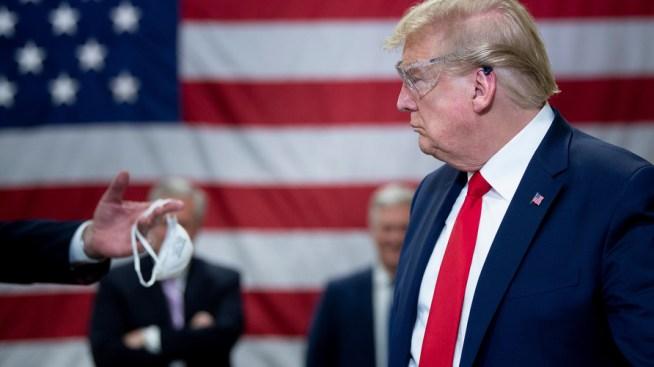 .jpg - ترامب يتفقد مصنع الكمامات بدون ارتداء كمامة متجاهلا المتطلبات