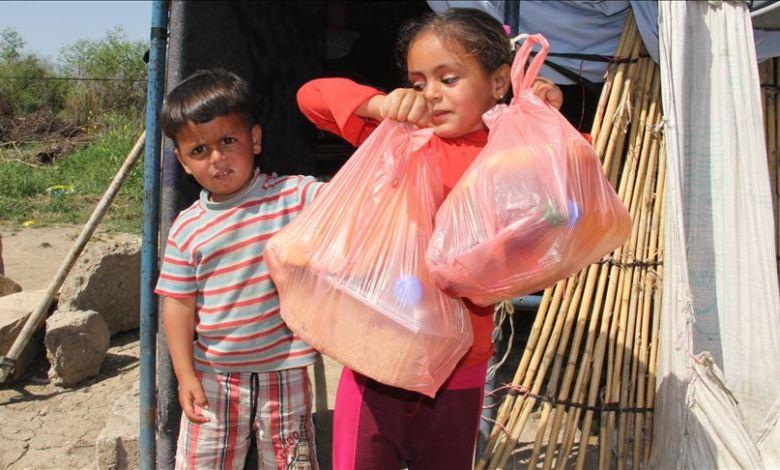 .jpg?resize=780%2C470&ssl=1 - أطباء ..يقومون بتوزيع طرودا غذائية على السوريين