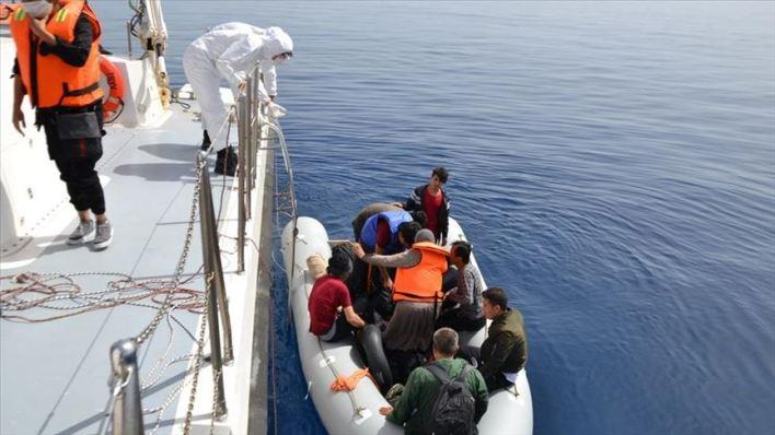 .jpg - خفر السواحل التركي ينقذ 24 لاجئ في بحر إيجه