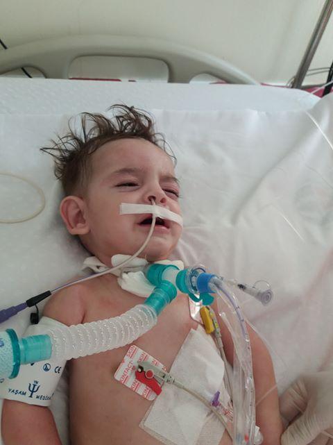 سوري يناشد الحكومة التركية ل أنقاذ حياة طفله المريض.